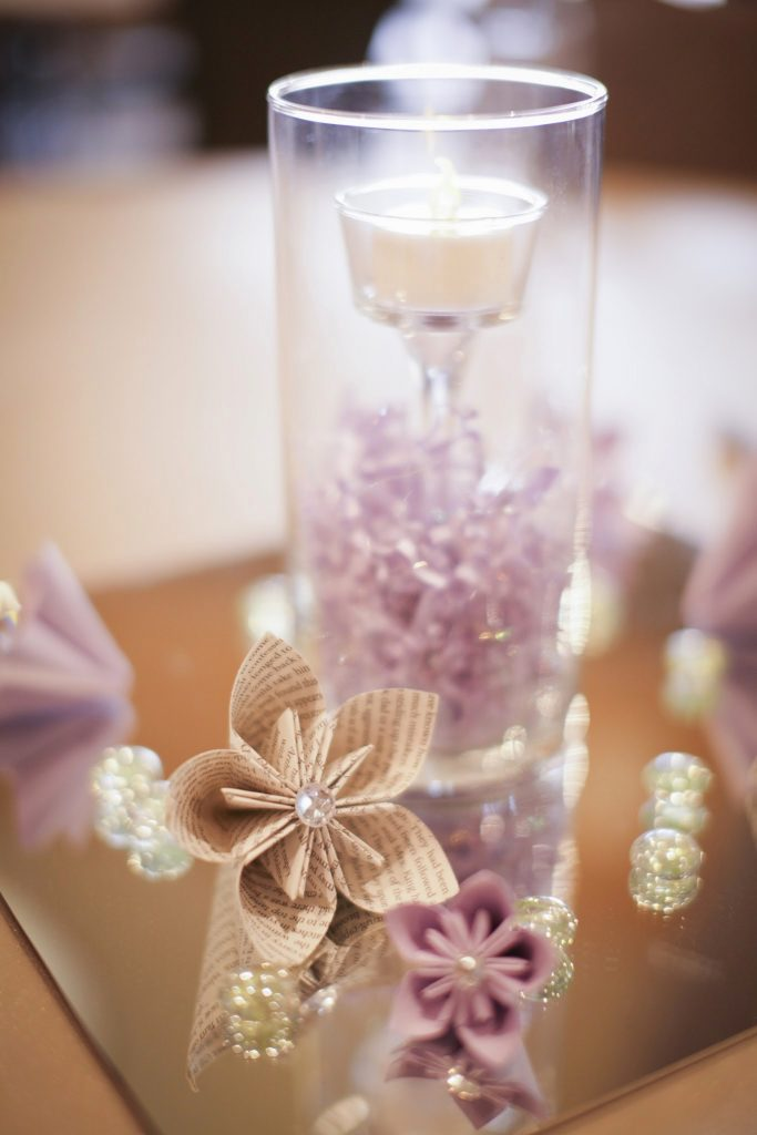 Paper wedding flowers were also used as the centerpiece for table decorations.
