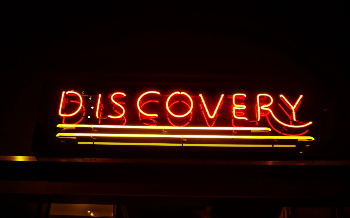 """neon sign that reads """"discovery"""""""